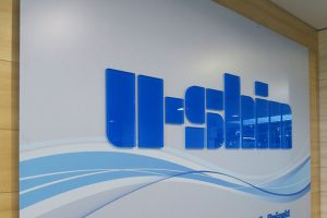 Tabuľa U-SHIN s 3D nápisom